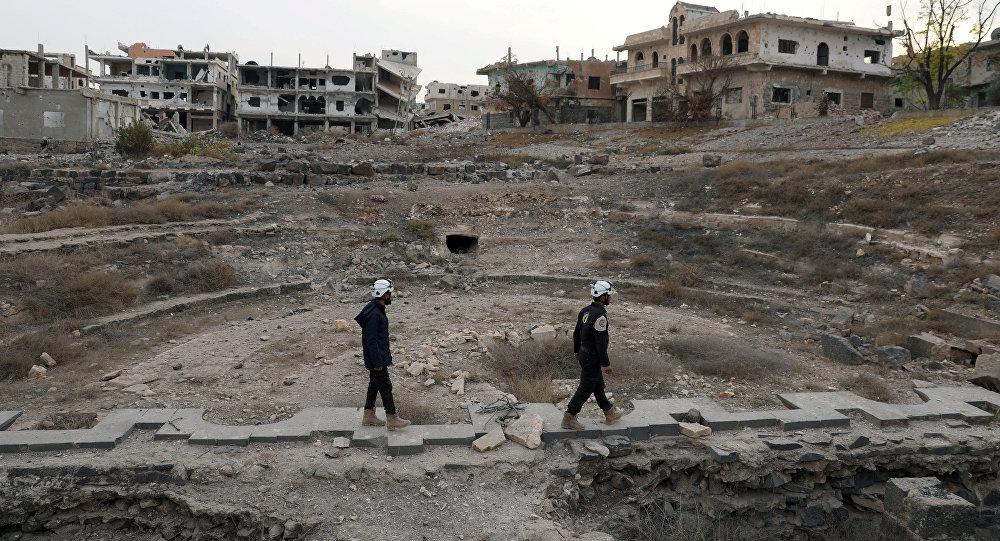 Photo of «الخوذ البيضاء» تنقل شحنات جديدة من الكلور إلى إدلب