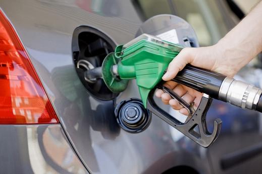 Photo of مصدر في النفط : سيتم رفع سعر البنزين على كبار المستهلكين