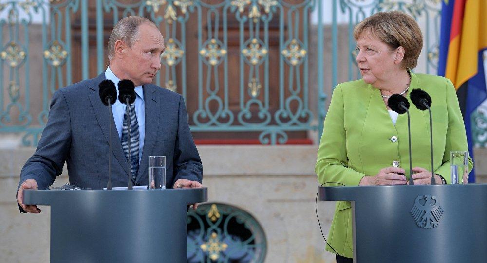 Photo of بشكل مفصل.. بوتين وميركل بحثا الملف السوري