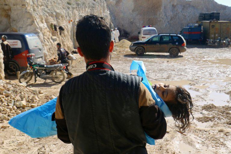 """Photo of إرهابيو إدلب يخطفون أكثر من 40 طفلاً لتمثيل """"مسرحية الكيماوي"""""""