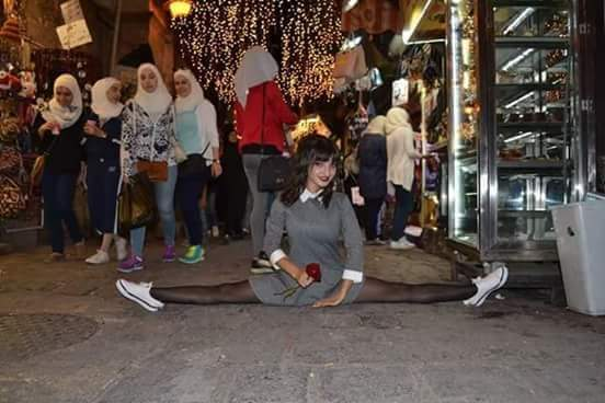 Photo of راقصة باليه تثير جدلا في شوراع دمشق