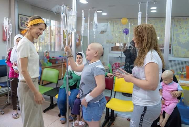 Photo of السيدة أسماء الأسد تزور جمعية بسمة التي تعنى بالأطفال المصابين بالسرطان