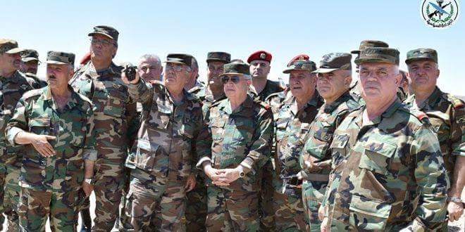 Photo of Defense Minister visits army units in southern region on Eid al-Adha