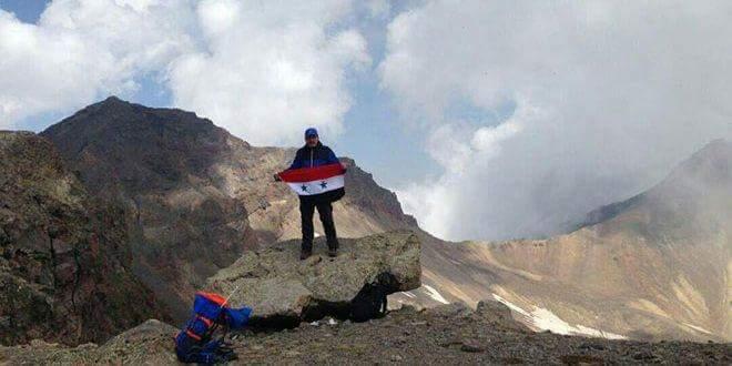 Photo of فراس أبو سعدى ابن السويداء يرفع علم الوطن فوق ثاني أعلى قمة في أرمينيا