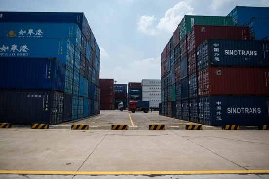 Photo of الصين ترد على الولايات المتحدة وتفرض رسوماً جمركية على منتجات أميركية