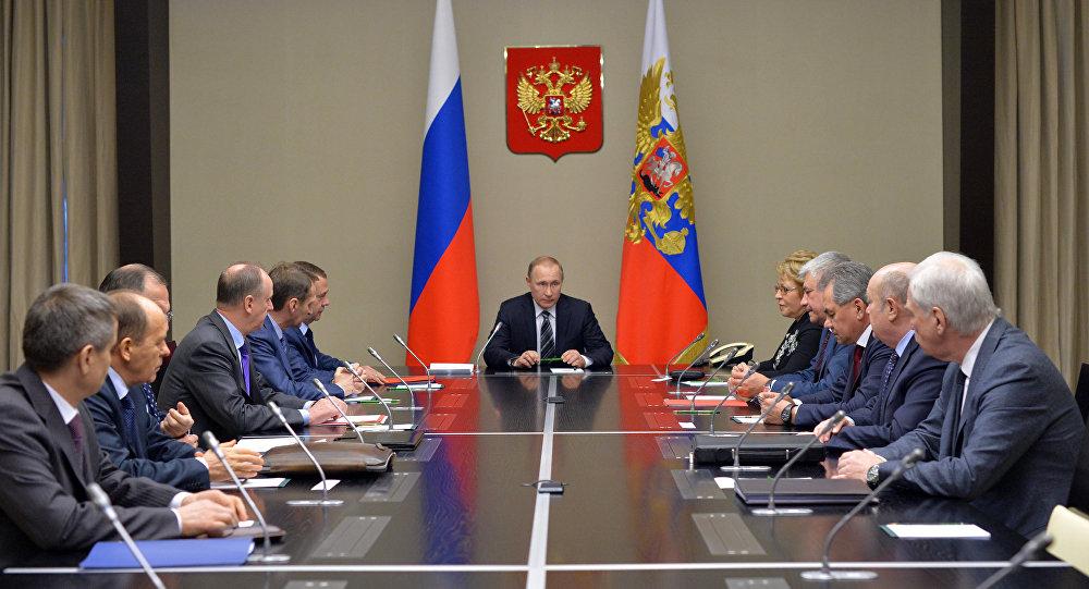 Photo of بوتين يبحث مع أعضاء مجلس الأمن الروسي تعزيز أمن العسكريين في سوريا