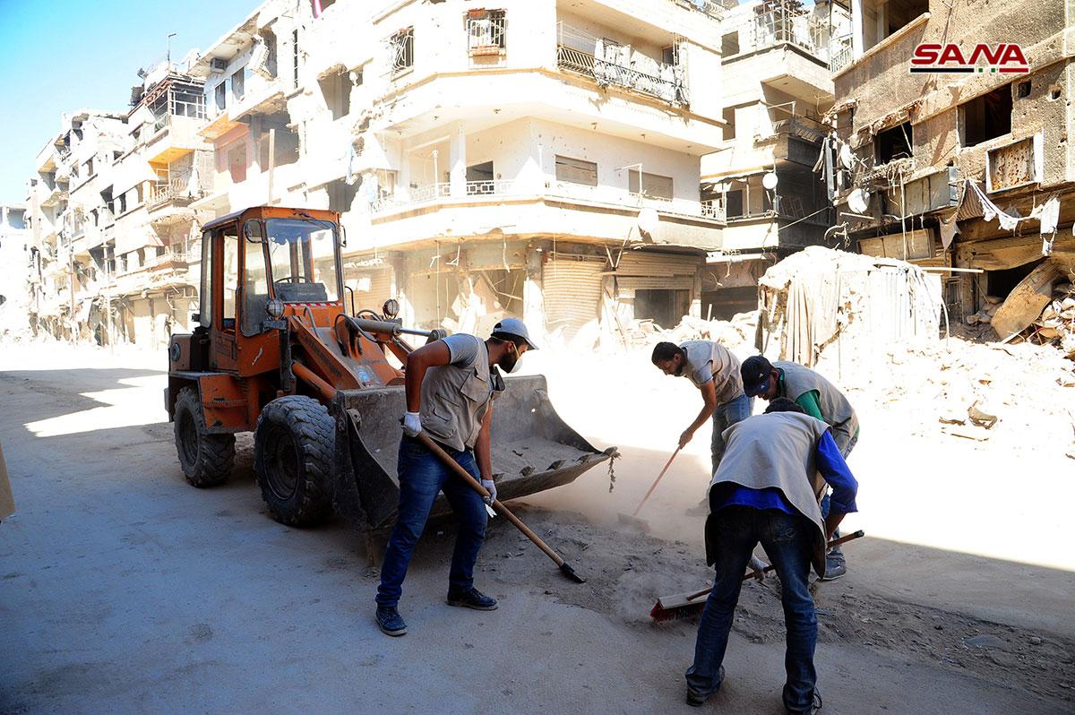Photo of البدء يإعادة تأهيل و تنظيف شوارع مخيم اليرموك