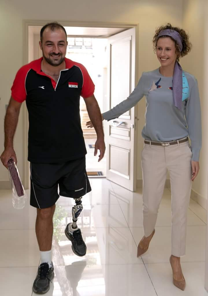 Photo of رعاية واهتمام من السيدة اسماء الأسد لجرحى الجيش