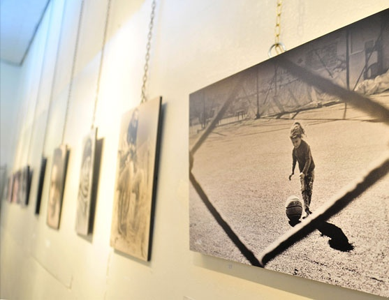 Photo of الفنان نضال خليل يقدم رحلة بانورامية بمعرضه الفوتواغري عين و عدسة