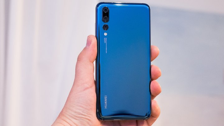 "Photo of هاتف هواوي ""P20 Pro"" يتفوق على آيفون ""XS Max"" بجدارة"