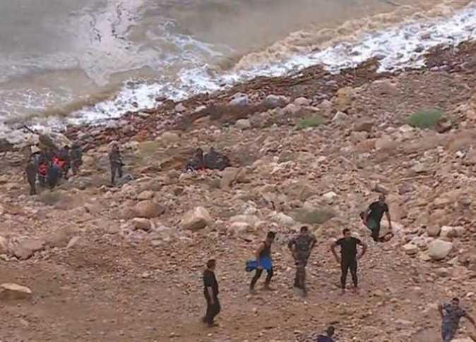 Photo of الأردن تواجه كارثة – سيول البحر الميت تقتل 18 طالباً في رحلة مدرسية