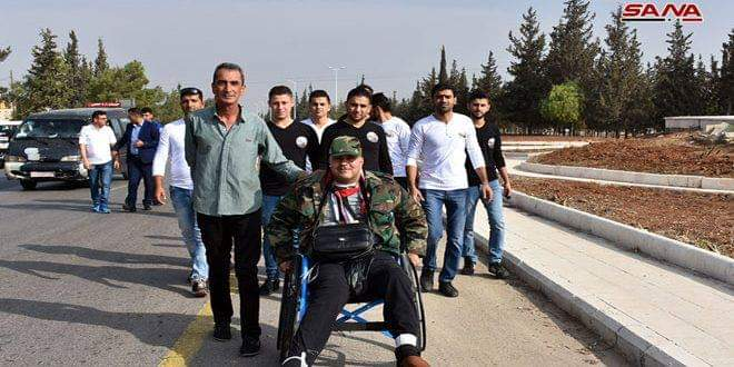 Photo of Injured fighter Ghiath Dayoub starts walk from Hama to Damascus on his wheelchair