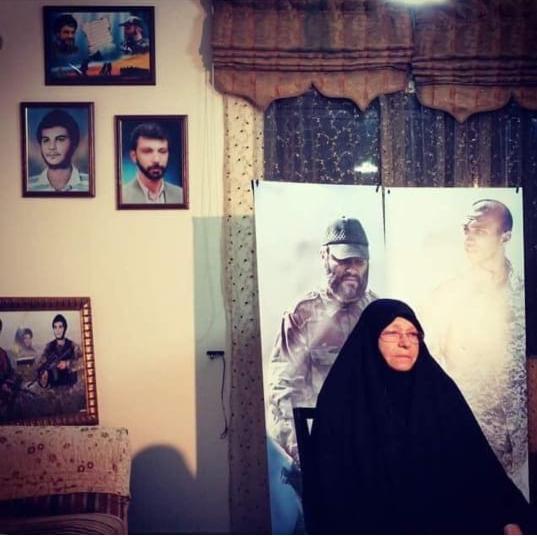 """Photo of """"والدة المقاومة"""".. بجوار أبنائها"""