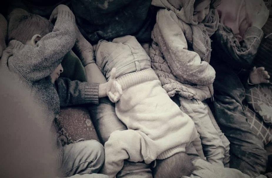 "Photo of بالصور – "" أمريكا"" تقتل صباحاً ""30 مدنياً ""جلهم أطفال ونساء بدير الزور"