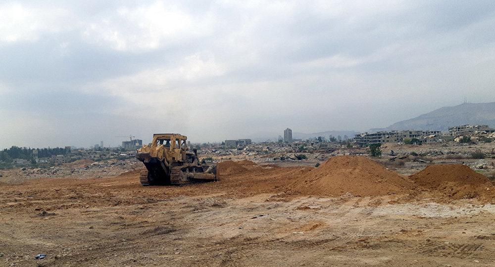 Photo of بالصور… أنقاض الحرب لإقامة مشاريع سكنية تعادل ربع مساحة العاصمة السورية