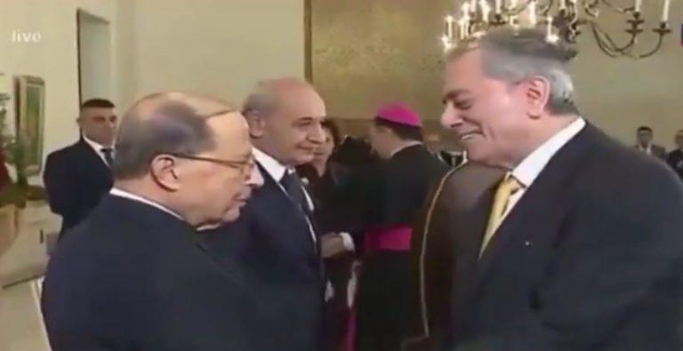 """Photo of """"ولد.. ولو حكم بلد"""" سعد الحريري يهرب من مصافحة السفير السوري"""