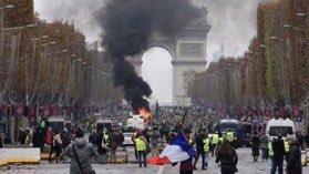 Photo of محتجون فرنسيون على أسعار الوقود يتجمعون في شارع الشانزليزيه