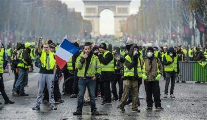 Photo of الشرطة الفرنسية تعتقل أكثر من 100 شخص من محتجي باريس