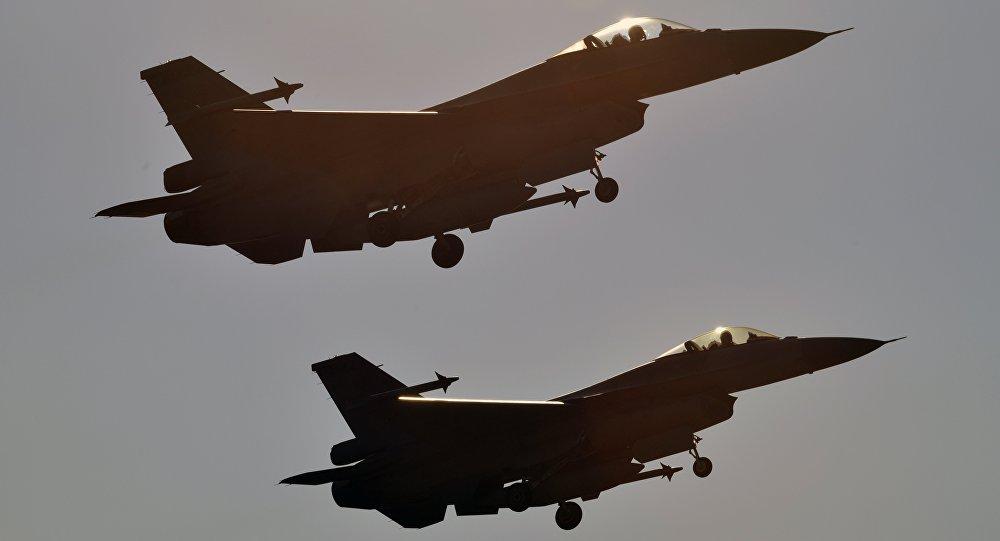 Photo of مقاتلات عراقية تقصف داعش بالأراضي السورية