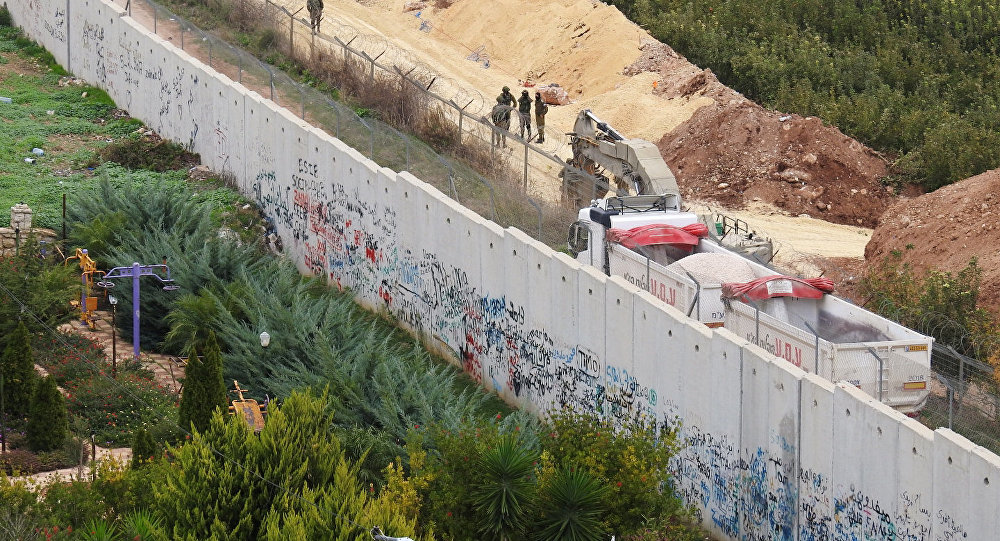 """Photo of إذاعة عبرية: إسرائيل قد تمد عملية استهداف أنفاق """"حزب الله"""" إلى لبنان"""