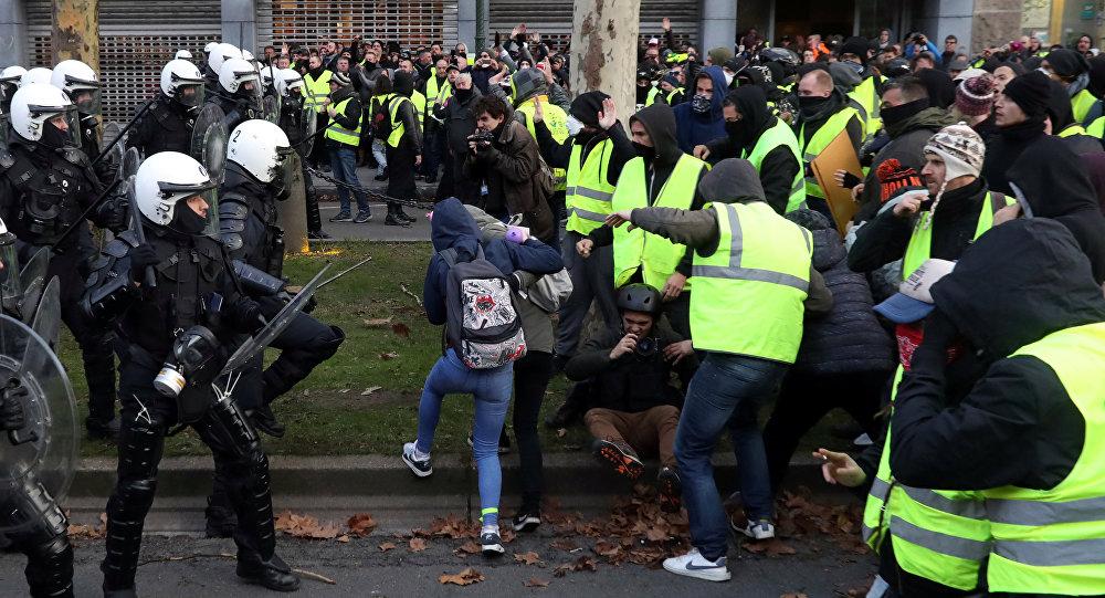 """Photo of بلجيكا على خطى فرنسا… اعتقال 400 متظاهر خلال احتجاجات """"السترات الصفراء"""""""