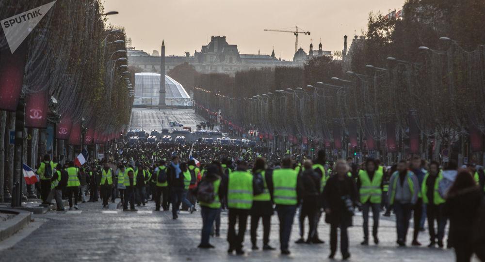 """Photo of الشرطة الفرنسية تهدد بالانضمام إلى """"السترات الصفراء"""""""