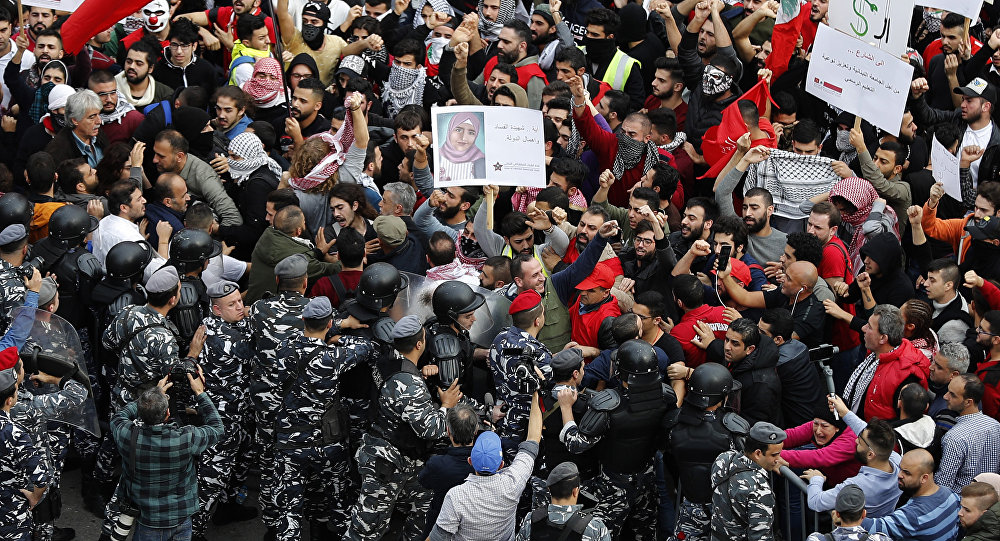 """حراك """"السترات الصفراء"""" يصل إلى لبنان"""