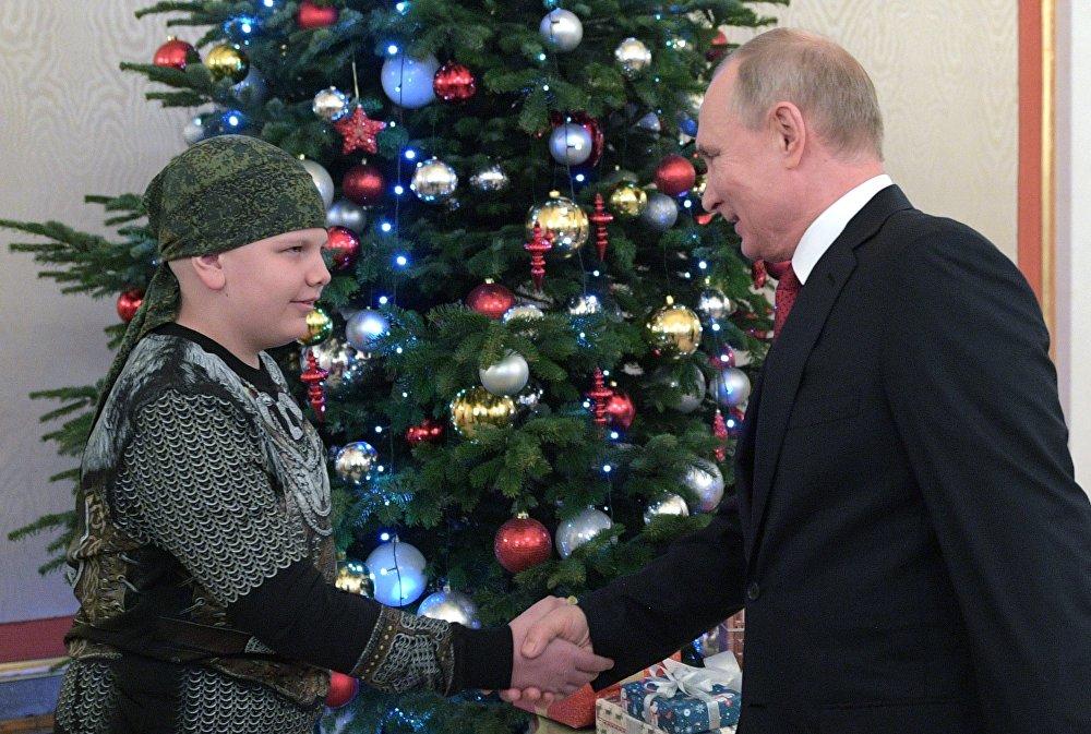 """Photo of """"بوتين"""" يحقق حلم طفل يعاني من مرض خطير"""