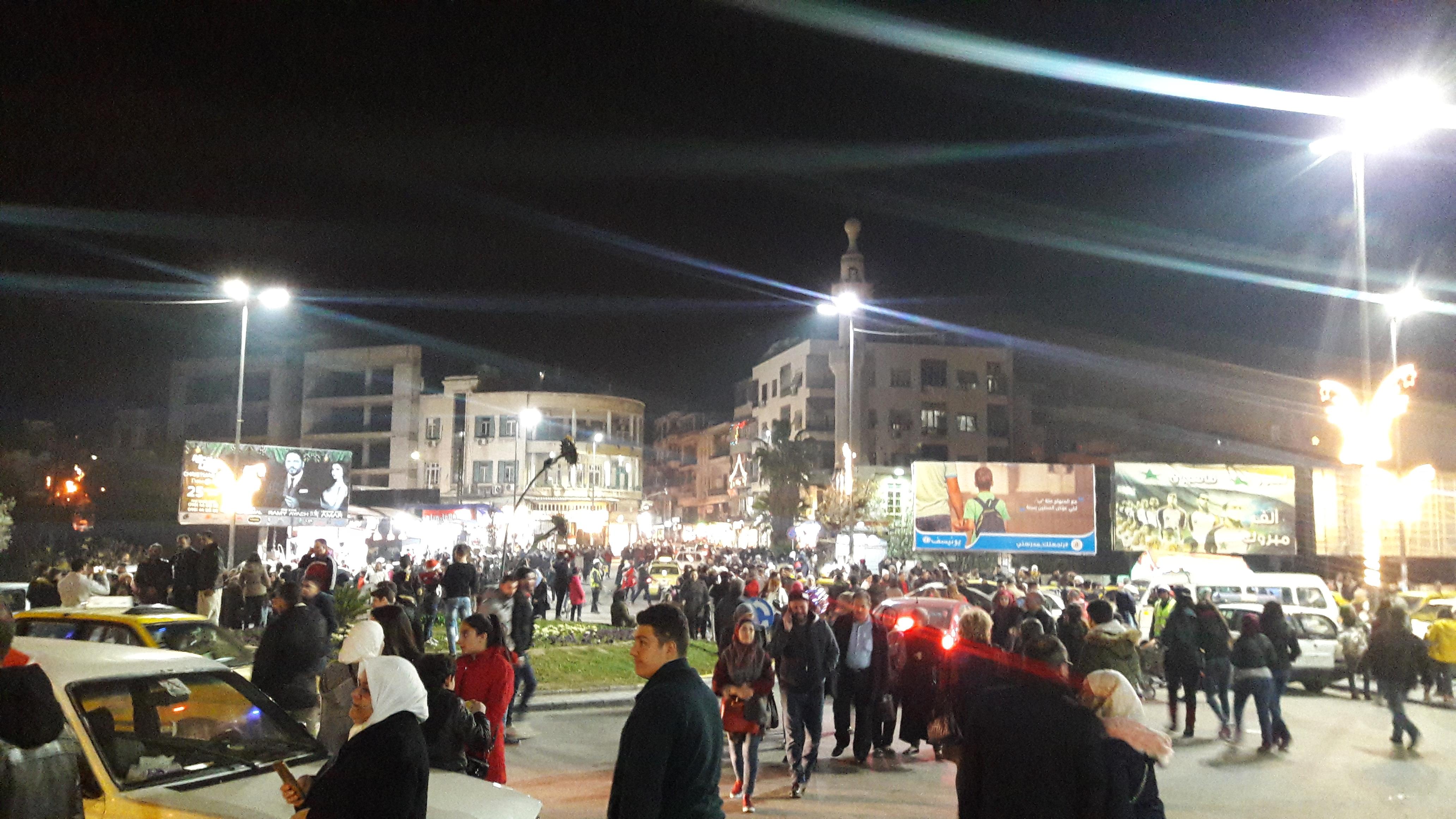 Photo of (فيديو- صور)- أجواء فرحة الميلاد بدمشق