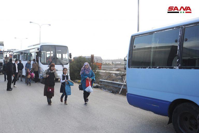 Photo of عودة مئات المهجرين من الاردن عبر معبر نصيب