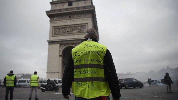 Photo of هدوء حذر في فرنسا بعد حرب الشوارع