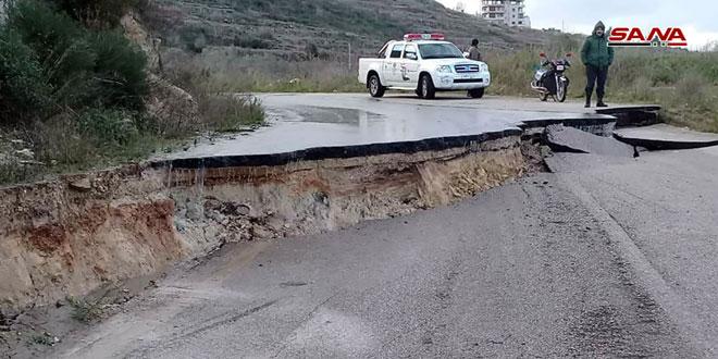 Photo of بسبب الأمطار العزيرة.. انجرف تربة يغلق بعض طرق ريف حمص