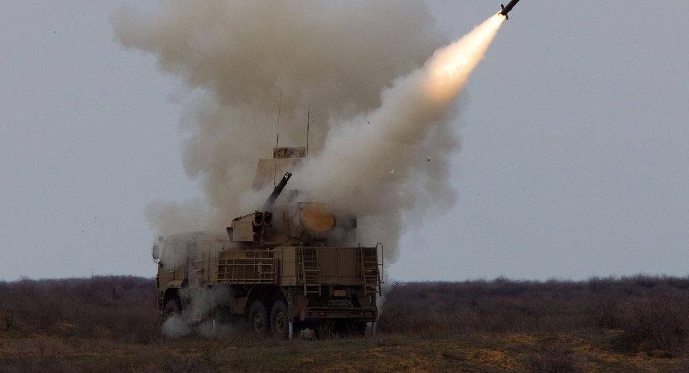 "Photo of سوريا تسقط 7 صواريخ إسرائيلية باتجاه مطار دمشق باستخدام ""بوك"" و""بانتسير"""