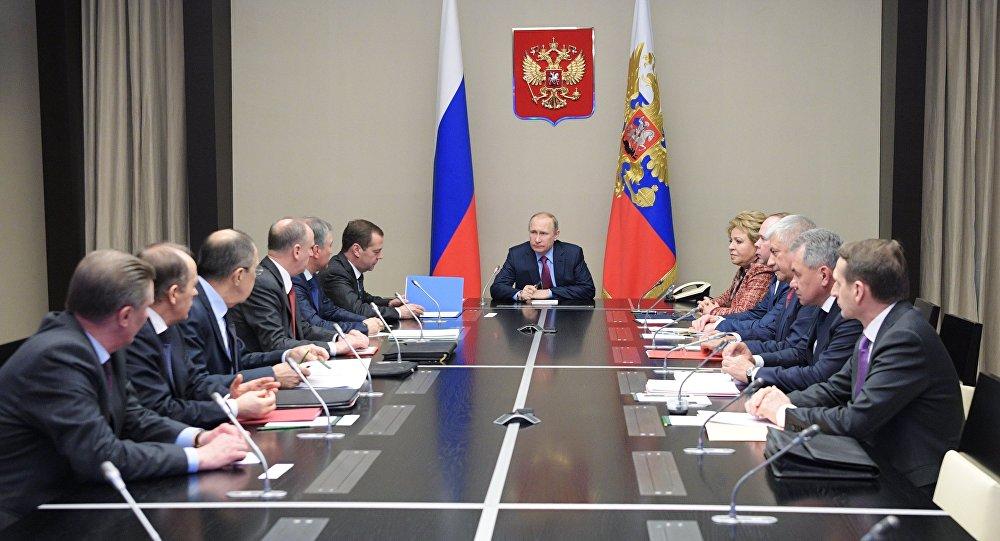 Photo of بوتين يبحث الاوضاع بسوريا وفنزويلا باجتماع مع الأمن القومي الروسي
