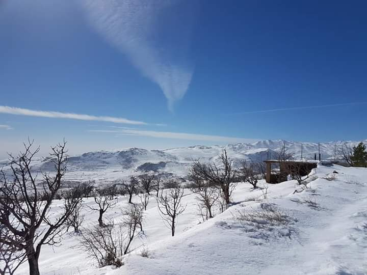 Photo of جمال الثلوج من سفوح جبل الشيخ.. قرية حرفا