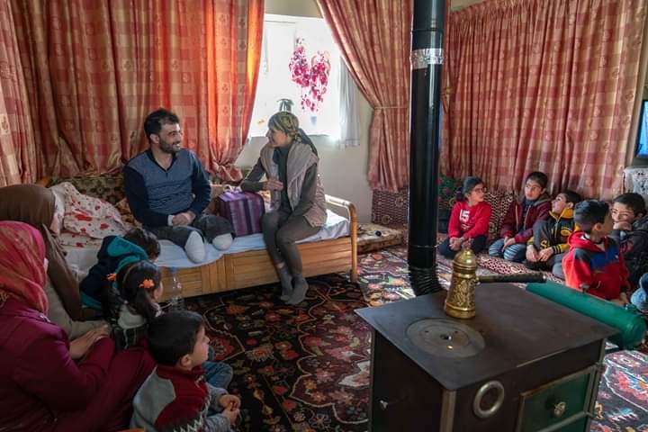 """Photo of السيدة أسماء الأسد تزور منزل الجريح """"حسن علي الخطيب"""""""