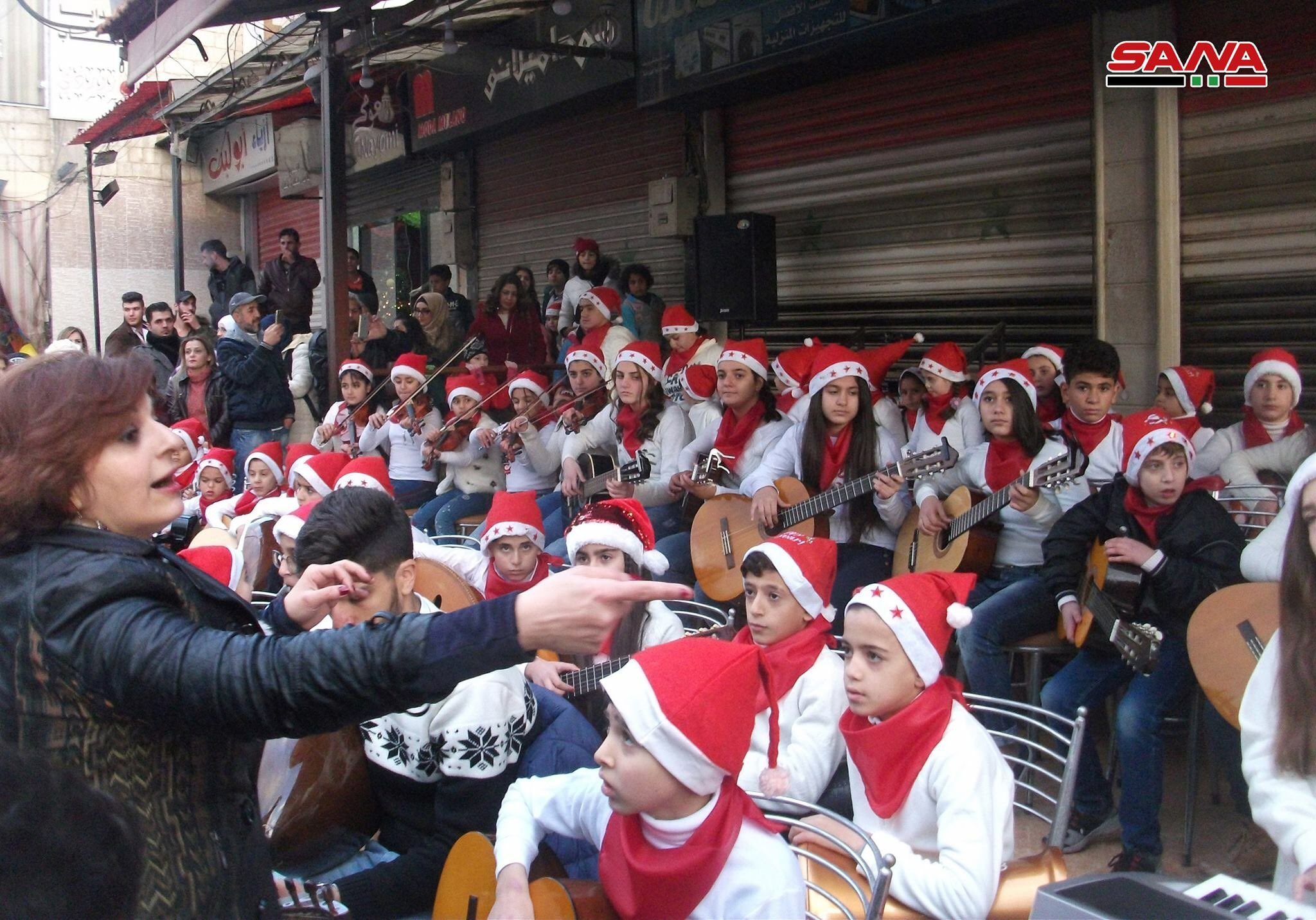 Photo of موسيقى الحب والسلام.. عزف أطفال دمشق (صور)