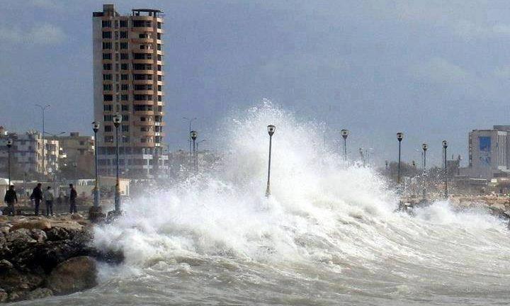 Photo of بسبب الحالة الجوية… إغلاق الموانئ في اللاذقية وطرطوس