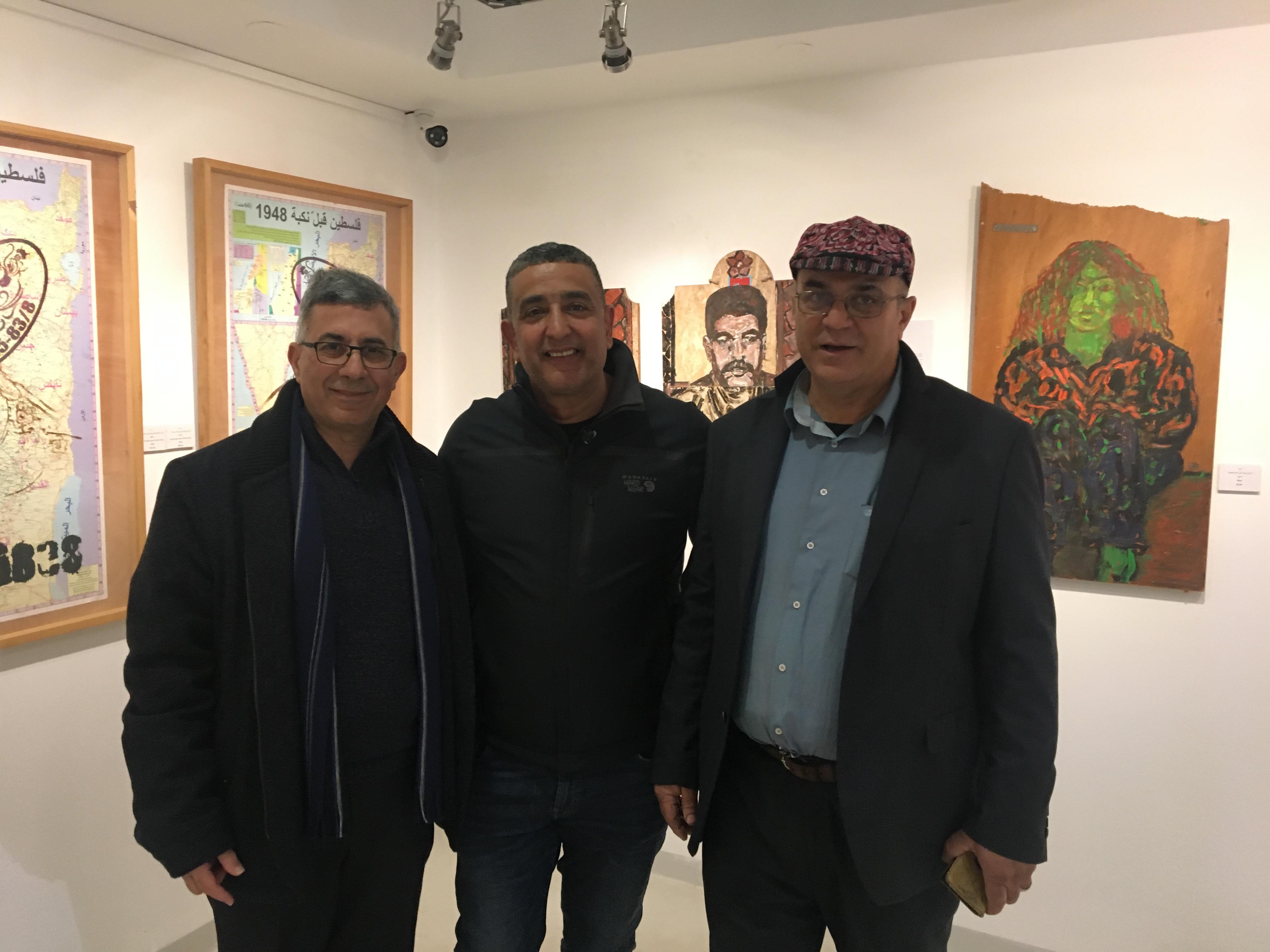 Photo of جولة في معرض الفنّان التشكيليّ خضر وشاح – المحامي حسن عبادي