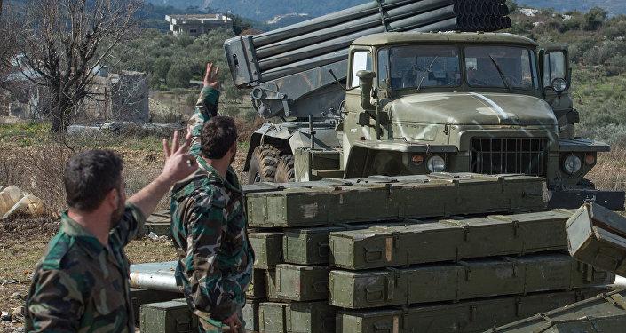 """Photo of الجيش يقصف مواقع انتشار """"إرهابيي النصرة"""" بعمق ادلب"""