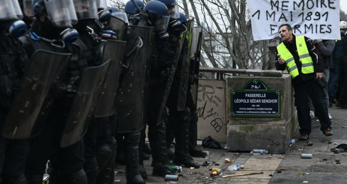 Photo of باريس.. احتجاجات مستمرة واعتقالات وسط اشتباكات