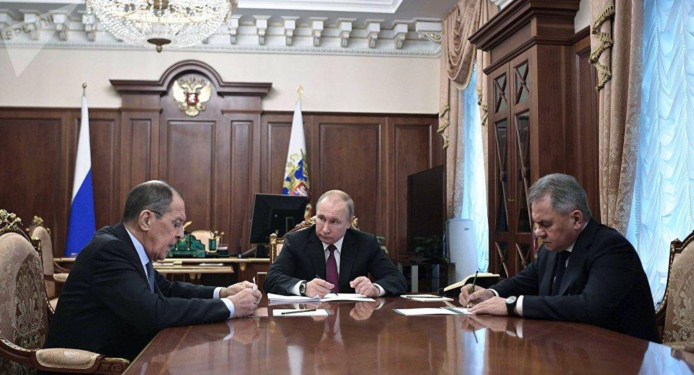 Photo of بوتين: روسيا علقت العمل بمعاهدة الصواريخ المتوسطة وقصيرة المدى
