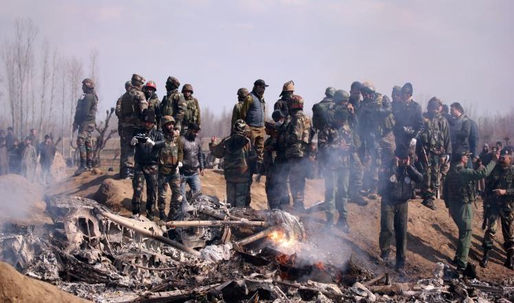 Photo of باكستان تسقط مقاتلتين هنديتين في كشمير وتأسر طيارَيْن