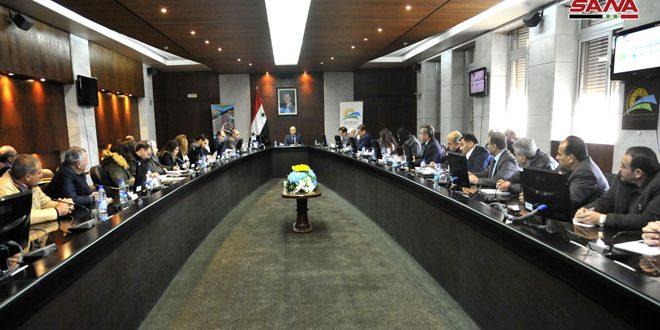 Photo of اللقاء الاستثماري الاسبوعي.. خميس يَعّدْ بدعم المستثمرين