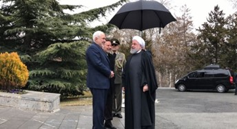 Photo of ظريف يعود عن استقالته.. وروحاني يخاطبه: تابع مسيرتك بقوة وحكمة وشجاعة