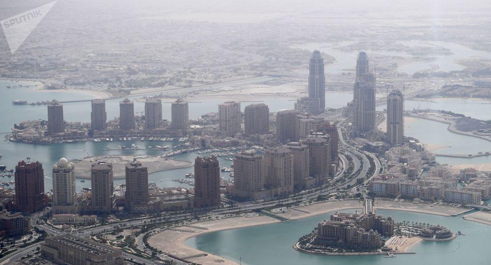 Photo of قطر تتعهد بالمشاركة في إعادة إعمار سوريا… ولكن