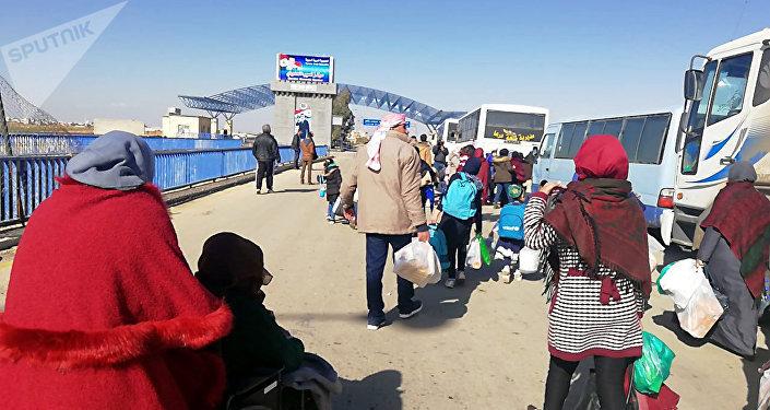 Photo of خلال ٢٤ ساعة.. عودة ٧٠٠ لاجئ سوري إلي الوطن