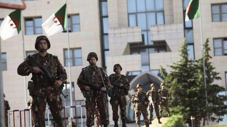 Photo of رئيس الأركان الجزائري: الجيش سيبقى ممكسا بزمام استقرار الأمن