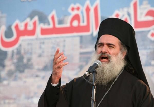 Photo of المطران عطا الله حنا: مخططات الاحتلال لتهويد القدس جريمة حرب