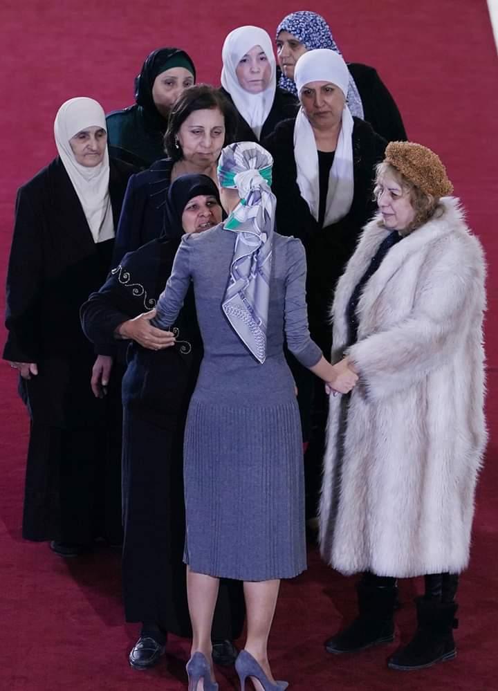 Photo of السيدة الأولى أسماء الأسد تستقبل أمهات المخطوفين في عيد الأم